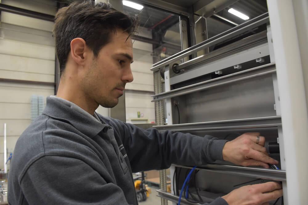 Werken bij een machinebouwer: de elektromonteur